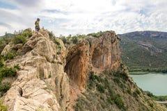 Bergsteiger auf der Kante stockfoto