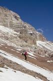 Bergsteiger auf der Steigung Stockbild