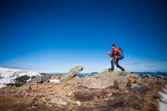 Bergsteiger auf die Oberseite Lizenzfreie Stockfotos