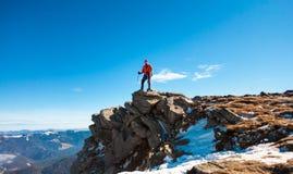 Bergsteiger auf die Oberseite Stockbilder