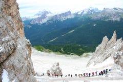 Bergsteiger auf Dolomit in Italien Stockbild