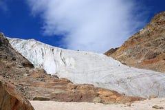Bergsteiger auf einem Gletscher Stockbild