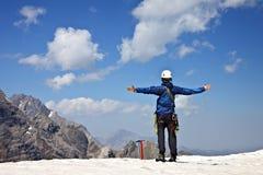 Bergsteiger in den Bergen Lizenzfreies Stockfoto