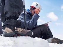 Bergsteiger an den Bergen Stockbild