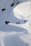Bergsteiger in den hohen Bergen Stockfotos