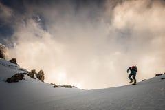 Bergsteiger an der Dämmerung Lizenzfreie Stockfotos
