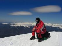 Bergsteiger, der in Rumänien stillsteht Stockfotos