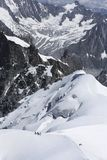 Bergsteiger, die auf Mont Blanc in Chamonix, Frankreich aufsteigen stockbilder