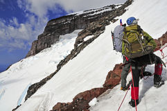 Bergsteiger hoch auf dem Mount Rainier Stockfotos
