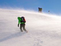Bergsteiger im Wind Lizenzfreies Stockfoto