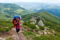Bergsteigermädchen Stockfoto