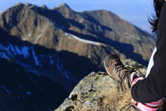 Bergsteigerstillstehen lizenzfreies stockfoto