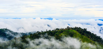 Bergstoppsikt av det Krajom berget. Fotografering för Bildbyråer