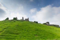 Bergstoppslotten fördärvar Corfe Dorset England Purbeck kullar Arkivfoto