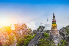 Bergtempel i Lampang Thailand loppläge Arkivbild