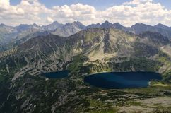 Bergtoppen en wolken Royalty-vrije Stock Foto's