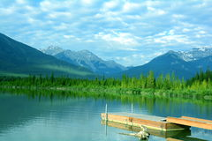 Bergutsikt, Vermillion sjöar, Banff, Alberta. Arkivfoto