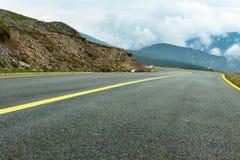 Bergväg för hög höjd Arkivbilder