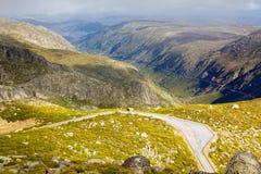 Bergväg från Serra Estrela, Portugal Fotografering för Bildbyråer
