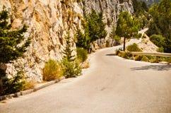 Bergväg i greece Arkivbild