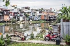 Bergväg i landskapet Ha Giang arkivfoto