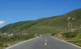 Bergväg i Sichuan, Kina Royaltyfri Foto