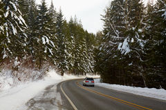 Bergväg i vinter Royaltyfri Bild