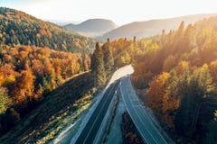 Bergväg mellan Sarajevo och Tuzla Fotografering för Bildbyråer