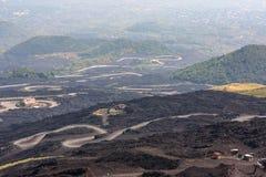 Bergväg på den Etna vulkan Mount Etna landskap sicily Arkivbilder