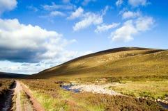 bergväg scotland Royaltyfria Bilder