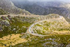 Bergväg, Serra Estrela, Portugal Arkivbilder