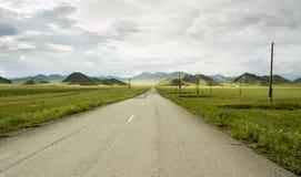 bergväg till Altai Siberia Fotografering för Bildbyråer