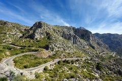 Bergväg till by Sa Calobra Ön Majorca, Spanien Royaltyfri Fotografi