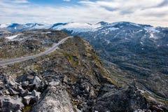 Bergväg, väg till Dalsnibba siktspunkt till den Geiranger fjorden, Norge Fotografering för Bildbyråer