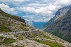 Bergväg, väg till Trollstigen, Norge Royaltyfri Foto