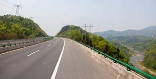 Bergvägkurva Arkivbild