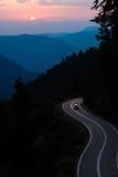 bergvägsolnedgång Fotografering för Bildbyråer