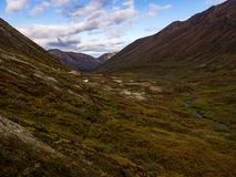 Bergvallei en Autumn Tundra, Alaska stock foto