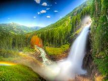 Bergvattenfall (den retuscherade fantasin) Royaltyfri Bild