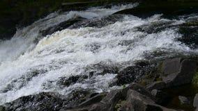 Bergvattenfall i norr Karelia lager videofilmer