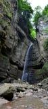 Bergvattenfall, panorama Royaltyfria Foton