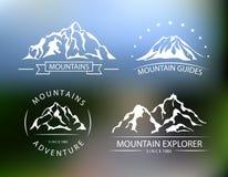Bergvektoremblem på den suddiga bakgrunden Arkivfoto