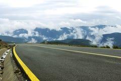 Bergväg för hög höjd Arkivfoton
