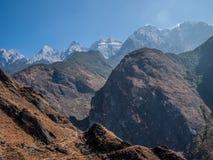 Bergwanderung mit einer Ansicht Lizenzfreies Stockfoto