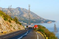 Bergweg boven de kust van Budva, Montenegro royalty-vrije stock foto's