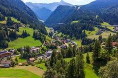 Bergweg in de Alpen, Innsbruck, Oostenrijk Royalty-vrije Stock Afbeelding