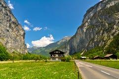Bergweg en Mooi Landschap Royalty-vrije Stock Afbeelding