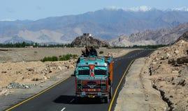 Bergweg in Ladakh, het Noorden van India stock fotografie