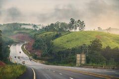 Bergweg na de regen royalty-vrije stock fotografie