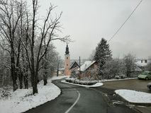 Bergweg in stad royalty-vrije stock afbeelding